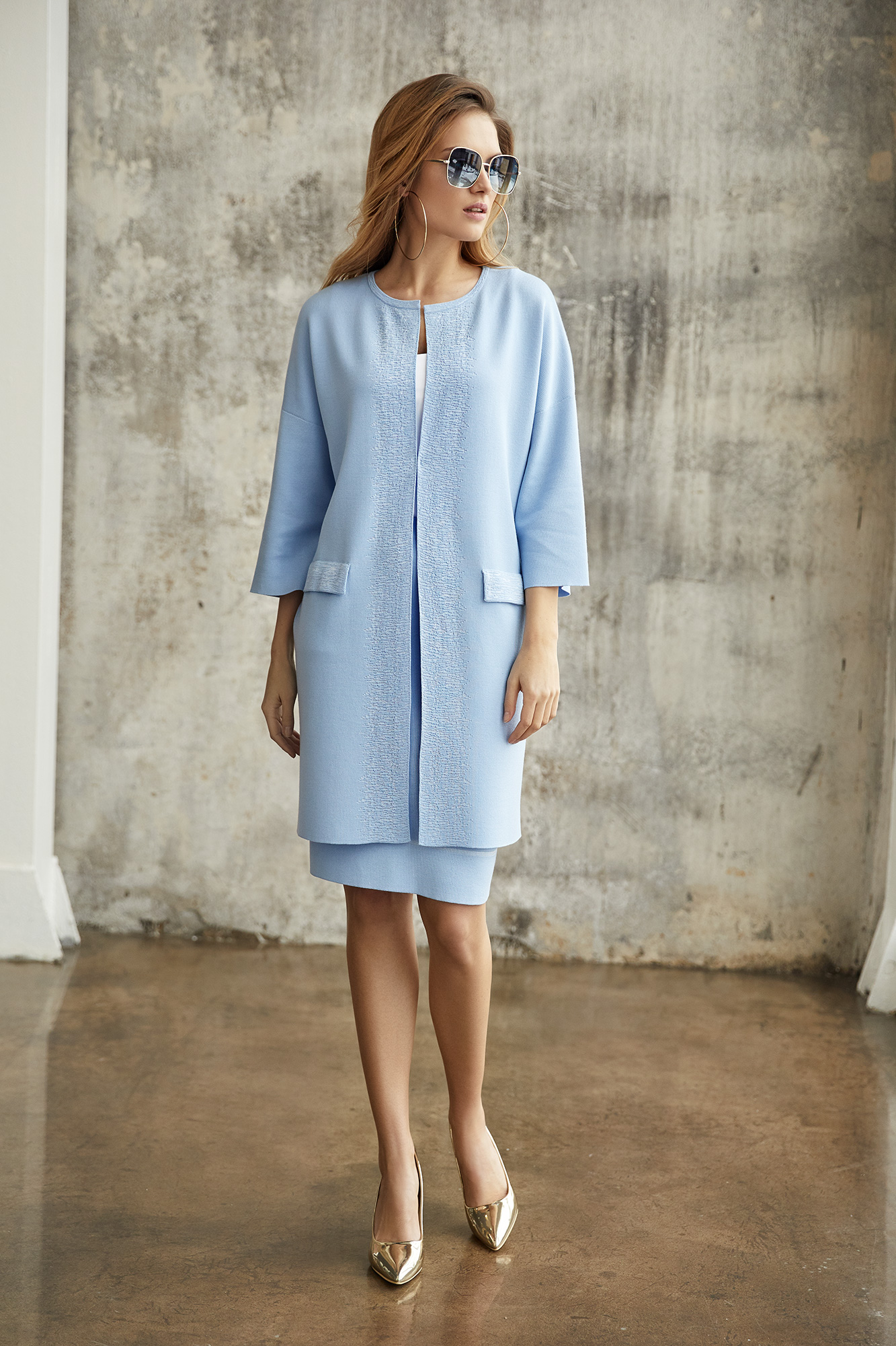 płaszcz odeon, płaszcz błękitny, spódniczka błękitna, elegancki strój