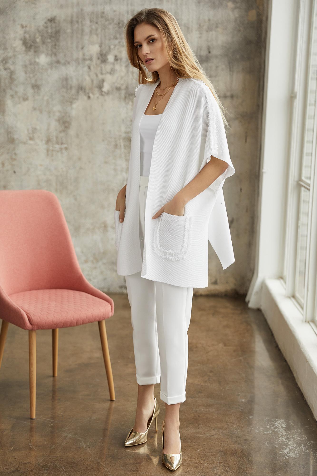 ponczo lino, białe ponczo, elegancki strój, białe spodnie