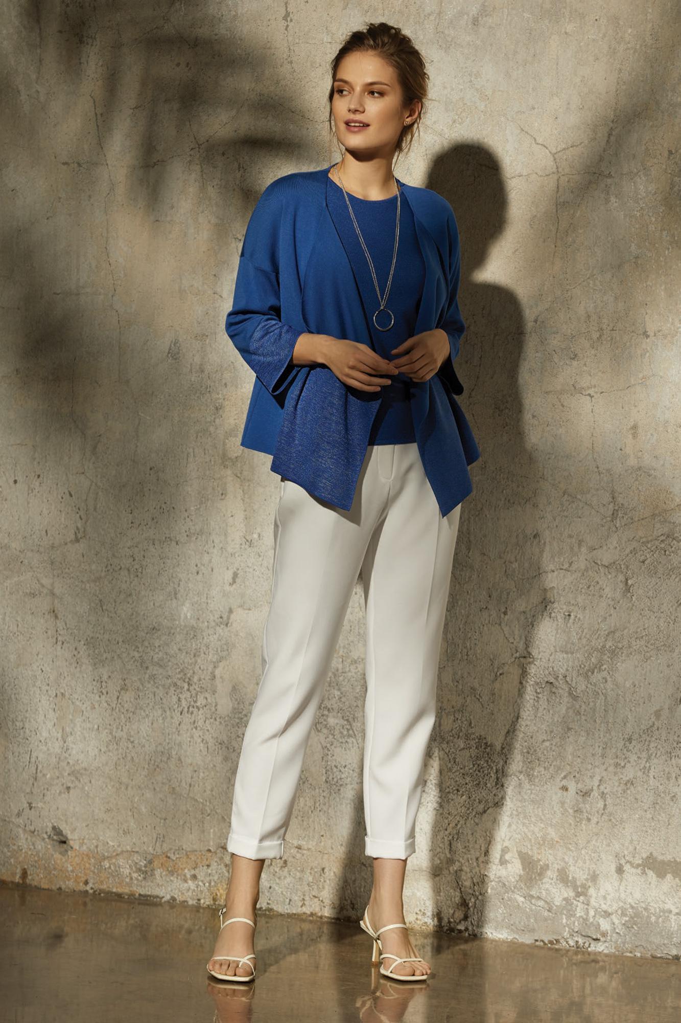 wdzianko tanora, top aida. niebieski sweter, dzianina, sweter, delikatna narzutka, białe spodnie
